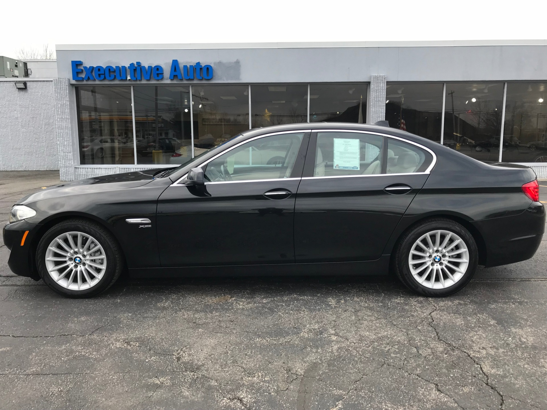 Used-2011-BMW-535-XI-XI-Luxury-Cars-Lake-County