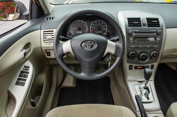 Used 2011 Toyota COROLLA LE le