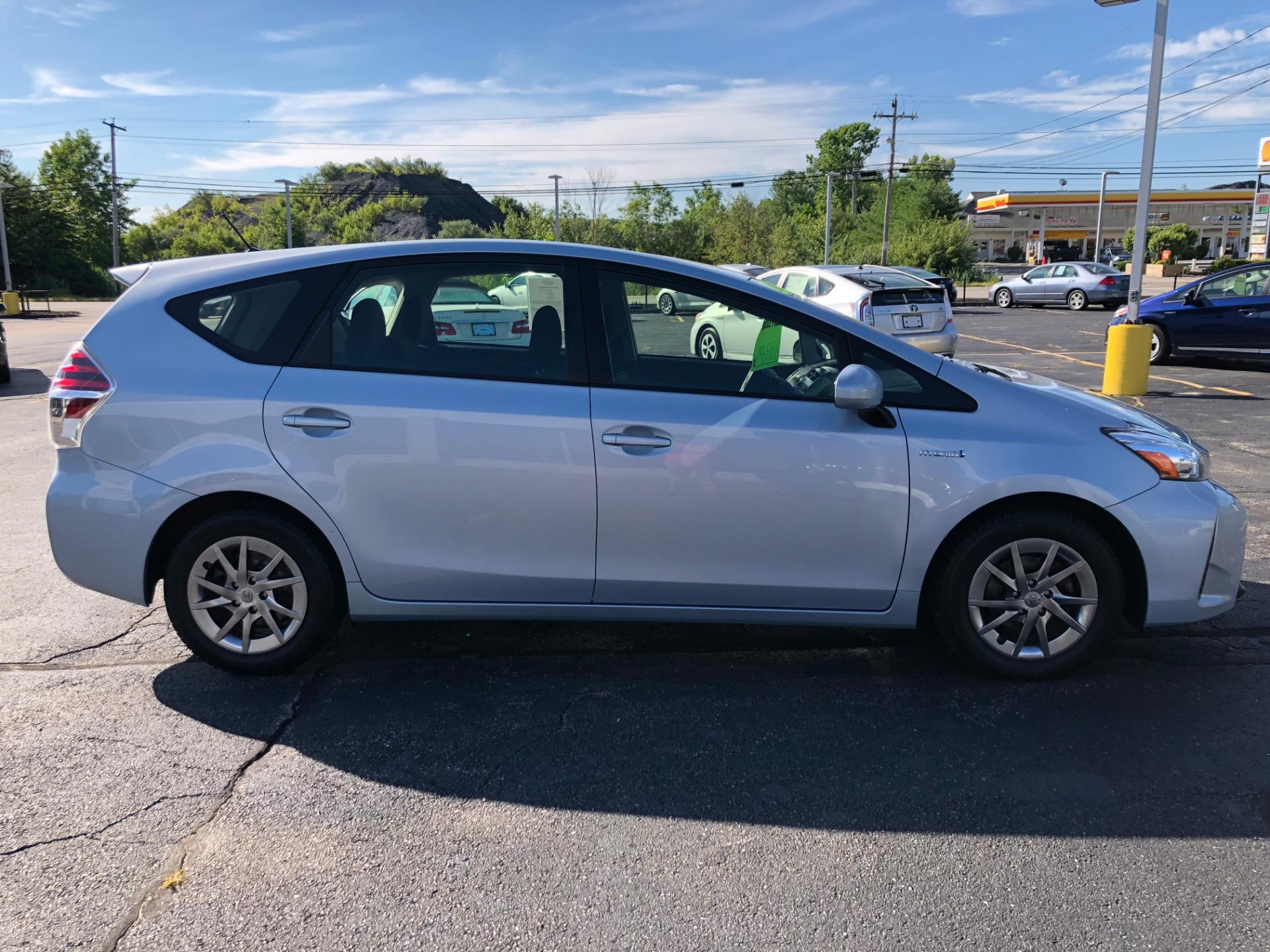 Used-2015-Toyota-PRIUS-V-II