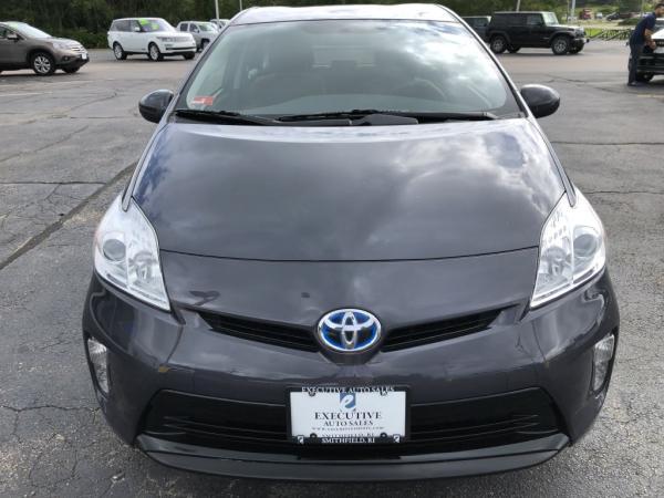 Used-2014-Toyota-PRIUS-III-III
