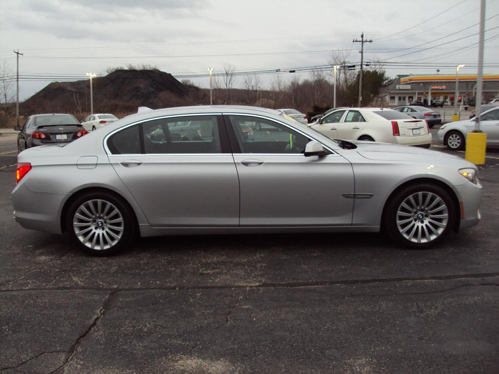 Used-2011-BMW-750-LI-X-DRIVE-sedan-Exotic-Cars-IL
