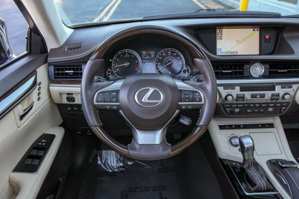 Used 2017 LEXUS ES350 350