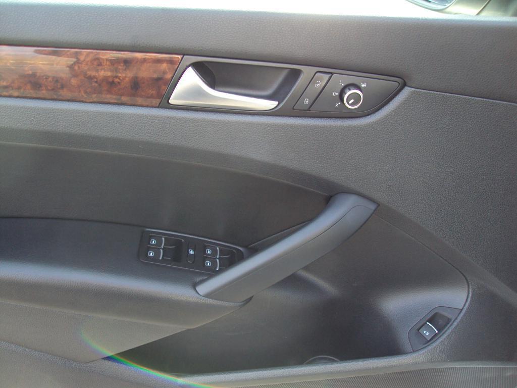Used-2012-VOLKSWAGEN-PASSAT-SEL-SEL-New-Porsche-IL